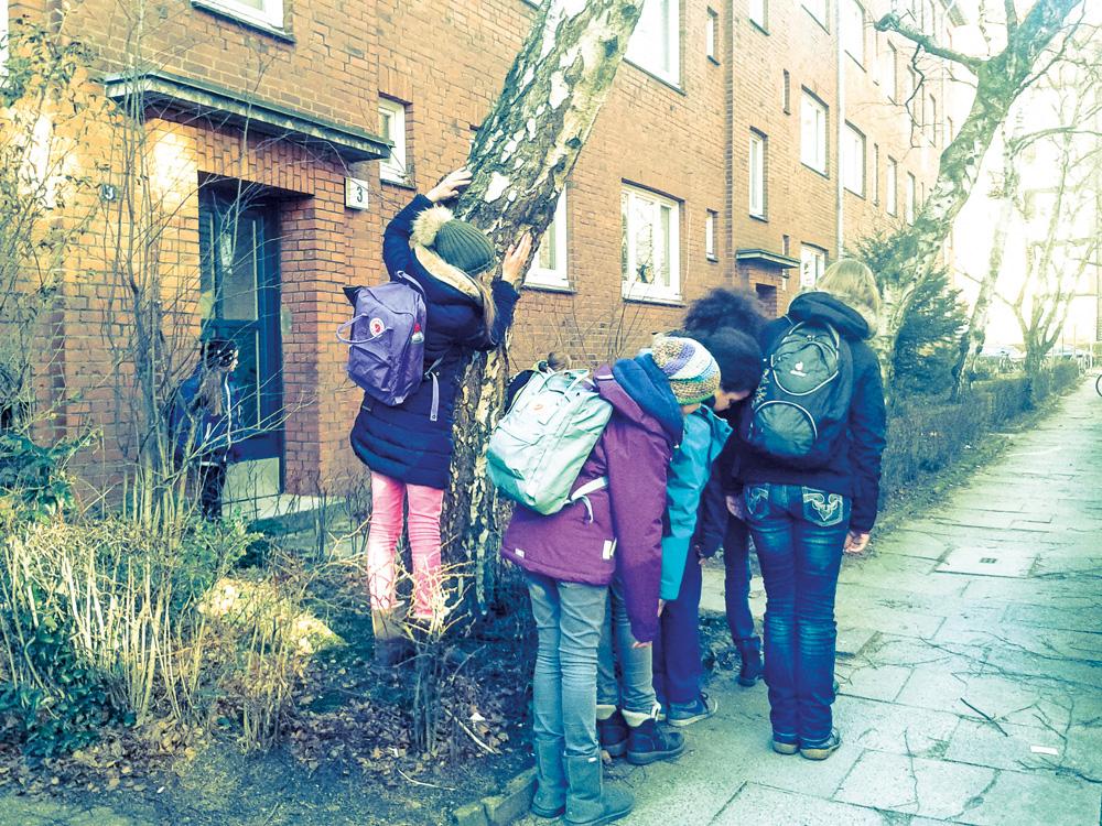 Performative HeldInnen-Aktionen im öffentlichen Raum, Foto: Meike Klapprodt