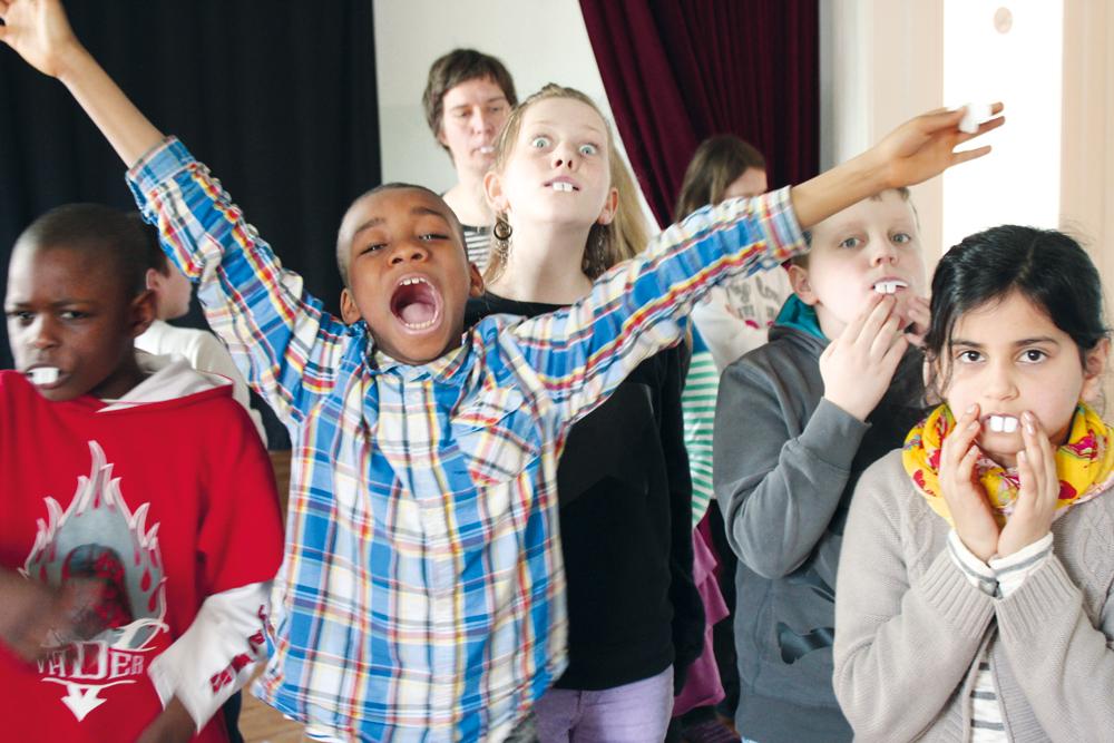 Das KIKU verbindet kulturelle und sprachliche Bildung – wie hier bei einer selbst erdachten Theaterszene, Foto: KIKU