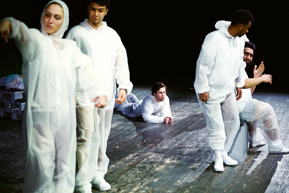 Szenenfoto aus der Produktion MACHT, Foto: Bennie Bock