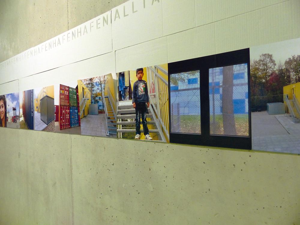 Akustische und visuelle Ausstellung zur Lebenssituationen der Flüchtlinge in der in der Containerunterkunft Litzowstraße, Foto: Ulrike Krogmann
