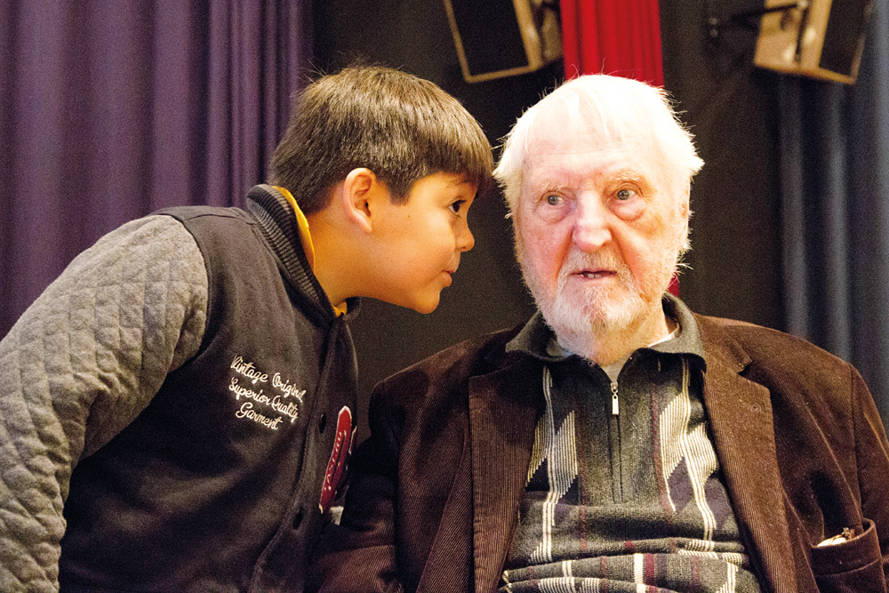 Der kleine Kollege hilft, wenn Karl mal nicht weiter weiß, Foto: Michael Hagedorn