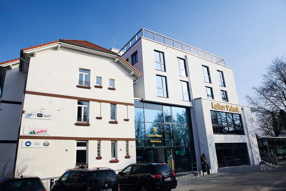Der Anbau mit neuem Haupteingang, Foto: Kathrin Brunnhofer