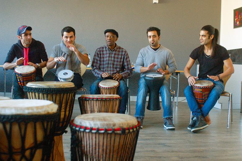 """Musikprojekt """"MusicUnited"""" unter der Leitung von Dumisani Mabaso (Mitte), Foto: Holger Börgartz"""