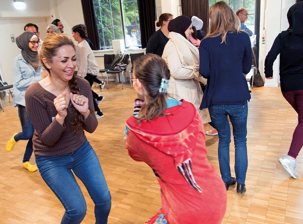 Die BFDler*innen in der Tanzfortbildung im Kultur Palast, Foto: Jonas Walzberg