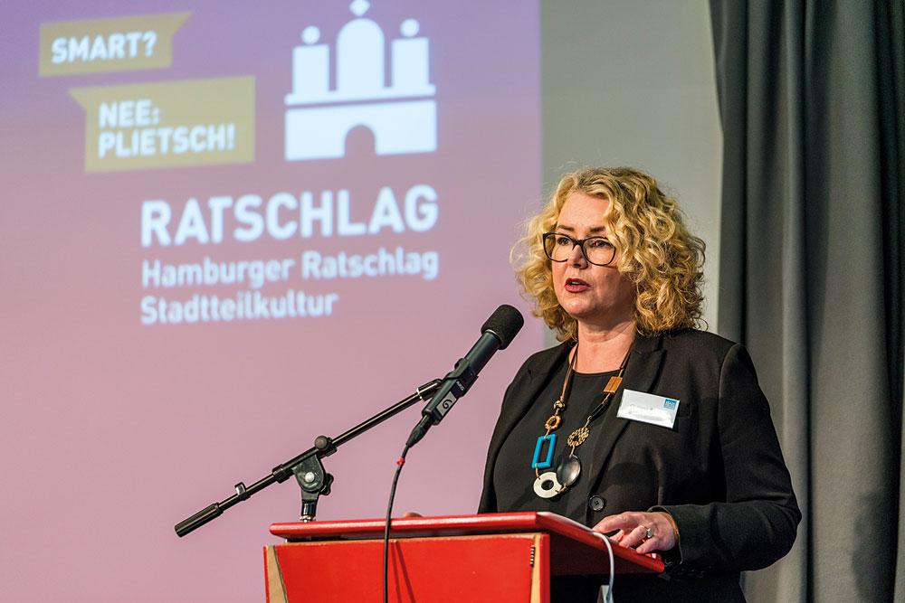 Corinne Eichner von STADTKULTUR HAMBURG erläutert die wichtigsten Aspekte der Digitalisierung für die Stadtteilkultur