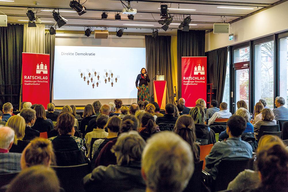 Marina Weisband erläutert das Prinzip der Direkten Demokratie, Foto: Miguel Ferraz