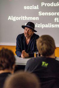 Dirck Möllmann in seiner Session zur HAMBURG MASCHINE, Foto: Miguel Ferraz
