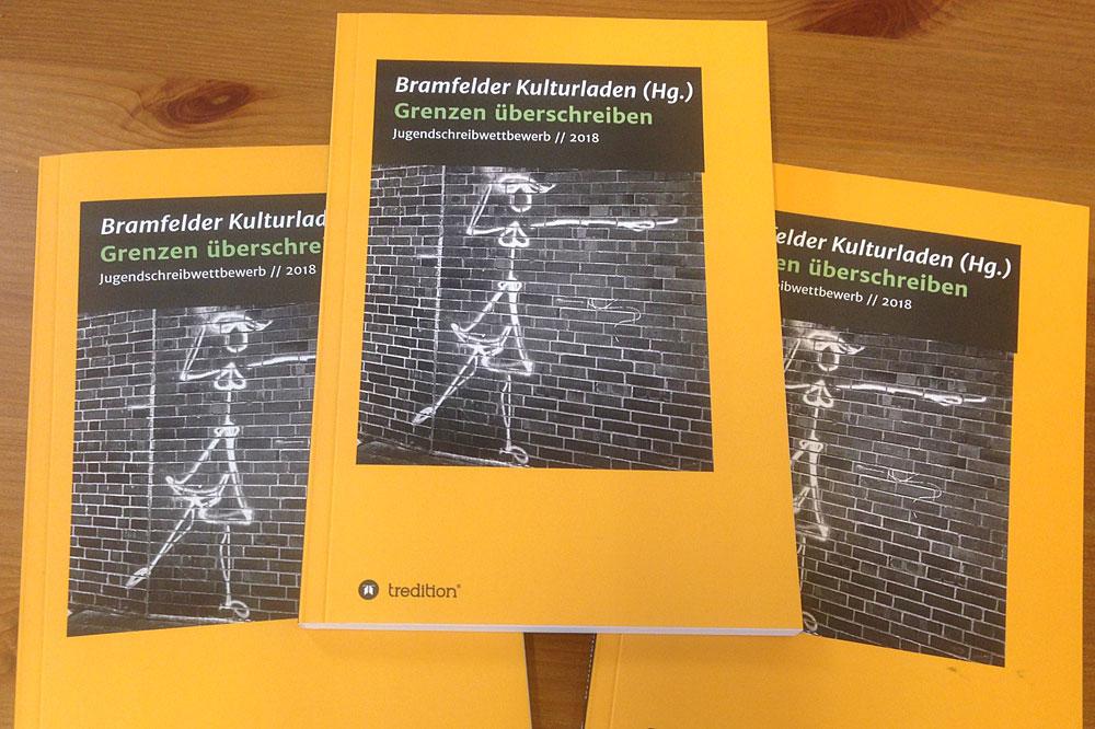 """Bücher """"Grenzen überschreiben"""", Foto: Brakula"""
