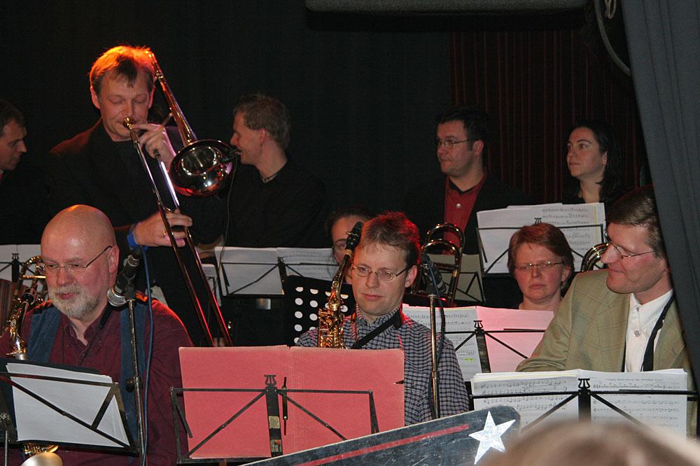 Criss Cross Big Band und The Young ClassX Chor  der Stadtteilschule Süderelbe, Foto: Criss Cross Big Band